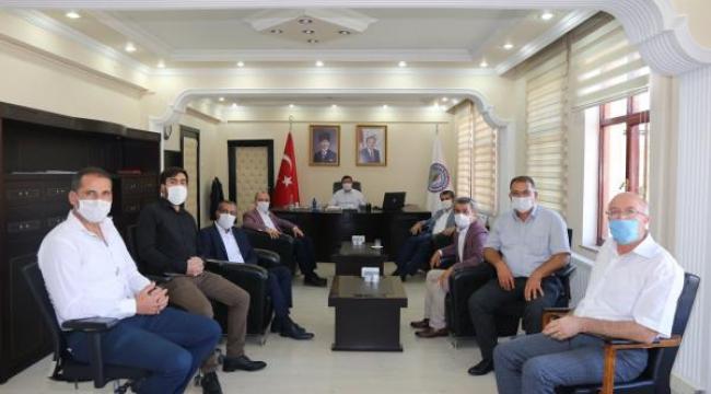 Vali/Belediye Başkan V. Sayın H. Engin Sarıibrahim'i Basın İlan Kurumu Erzurum Şube Müdürü Tahsin Şahin, beraberindeki Yardımcısı Ali Aktaş ile birlikte ziyaret etti.