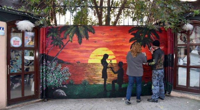 Kocaeli İzmit'in duvarları sevgililere hazırlandı