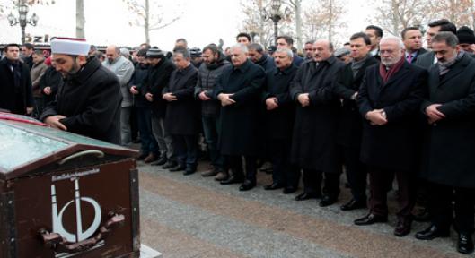 Başbakan Yıldırım, Nebahat Uras'ın cenaze namazına katıldı