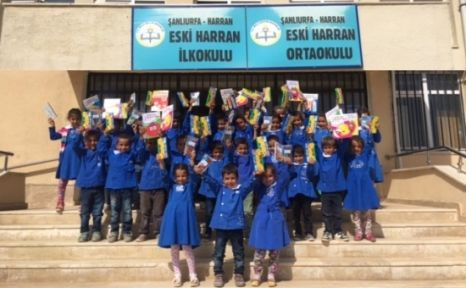 Harranlı Çocuklara Kırtasiyeciler Süpriz Yaptı