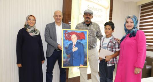 Iraklı Halid İbrahim Başkan Çalışkan'a Tablo Hadiye Etti