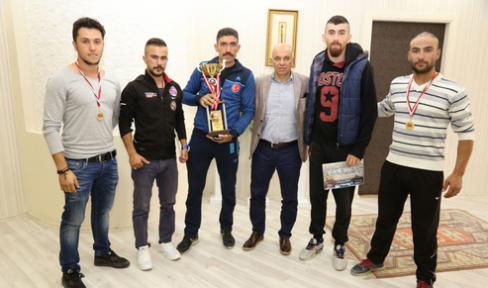 Karaman' da sporculardan Başkan Çalışkan' a Ziyaret