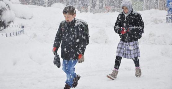Karaman'da kar yağışı ile okullar tatil edildi
