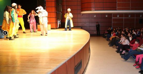 Kayseri'de çocuklar için iki oyun sahne aldı
