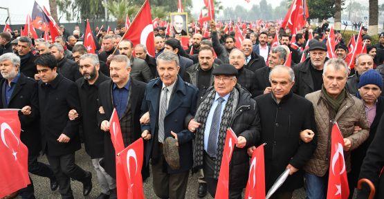 Mersin'de Barış ve Kardeşlik İçin Bayrağını Al Da Gel yürüyüşü düzenlendi