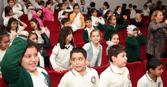 Mersin'de Öğrencilere Ağız ve Diş Sağlığı Konferansı verildi