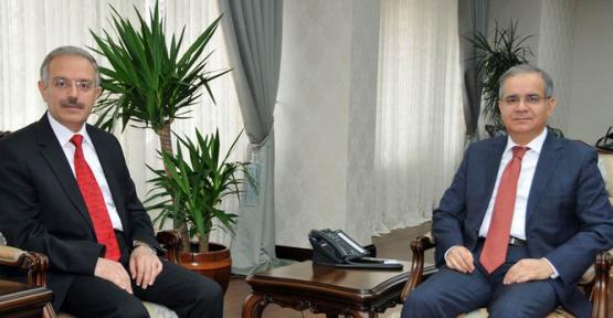 Rektör Gökmen Vali Tapsız'a Veda Ziyaretinde Bulundu