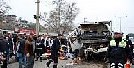 Manisada çöp kamyonu ile tuğla yüklü kamyon çarpıştı: 3 yaralı