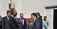 Ak Parti Genel Sekreteri Abdülhamit Gül halı fabrikasında işçilerle öğle yemeği yedi
