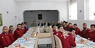 Vali Toprak, Hakkarisporlu futbolcularla bir araya geldi