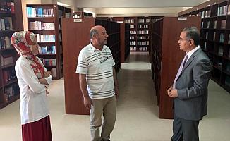 Vali Tapsız, Türkoloji Merkezi Türkçe Kütüphanesini ziyaret Etti