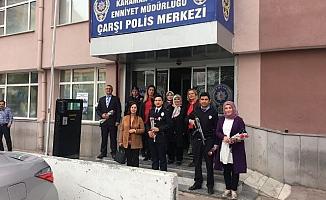 Ak Parti Kadın Kollarından Polis Ziyareti