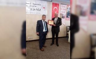 Hayri Samur'a Yılın Belediye Başkanı Ödülü