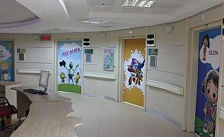 Hasta Odası Kapıları Çizgi Film Karakterleri ile Kaplandı
