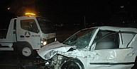 Otomobil TIR'a çarptı: 2 yaralı