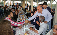 Son iftar sofrası larende mahallesinde düzenlendi