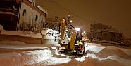 Karaman'da belediye gece gündüz kar mesaisinde