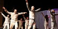 Karaman'da Ferah Tiyatrosu Ölümsüz İle Duygulandırdı